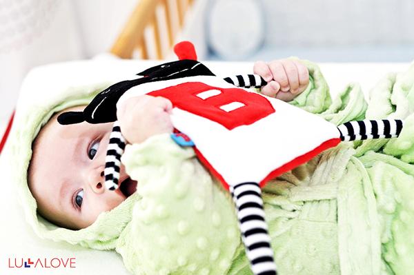 dziecko3-bawiace-sie-SuperZabawkaMR-B